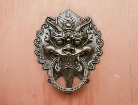 tocar la puerta: Dragón manija de la puerta de bronce de estilo chino