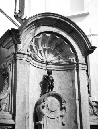 Manneken Pis Statue Brussels Belgium in black and white