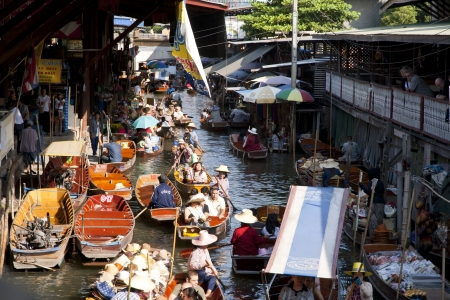 RATCHABURI,THAILAND -DEC 11  Merchants row along the canal to sell their goods at floating market on Dec 11, 2011 in Ratchaburi  This is the most traditional and famous floating market in Thailand  Stock Photo - 15460640