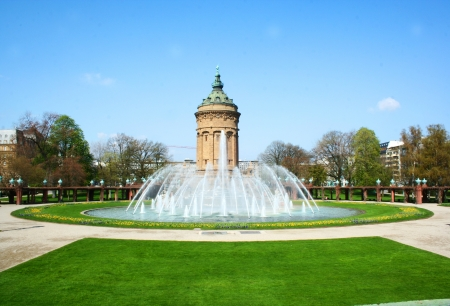 wody wieży: Piękne dekoracje Water Tower - Wasserturm, charakterystycznych punktów Mannheim, Baden Wuertemberg, Niemcy