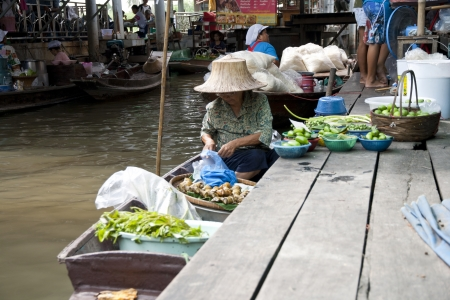 BANGKOK,THAILAND -NOV 17 Merchants row along the canal to sell vegetable and fruit at floating market on Nov 17, 2012  This floating market is also known as  Traditional Bangkok Noi Floating market  Stock Photo - 16869331
