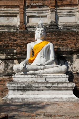 Ancient Buddha statue at Wat Yai Chaimongkol in the historical city, Ayutthaya, Thailand. Many ruined pagodas and temple show the prosperity at that ages. Stock Photo - 17161122