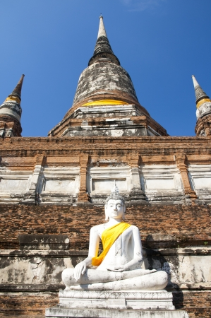 Ancient Buddha statue at Wat Yai Chaimongkol in the historical city, Ayutthaya, Thailand. Many ruined pagodas and temple show the prosperity at that ages. Stock Photo - 17161117