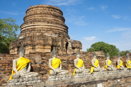 Ancient Buddha statue at Wat Yai Chaimongkol in the historical city, Ayutthaya, Thailand. Many ruined pagodas and temple show the prosperity at that ages. Stock Photo - 17161124