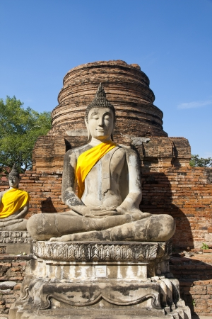 Ancient Buddha statue at Wat Yai Chaimongkol in the historical city, Ayutthaya, Thailand. Many ruined pagodas and temple show the prosperity at that ages. Stock Photo - 17161125