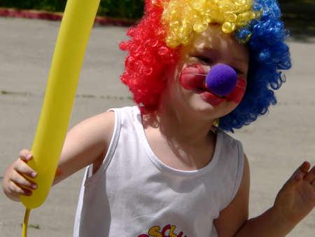 Petit garçon avec le ballon jaune Banque d'images - 708457