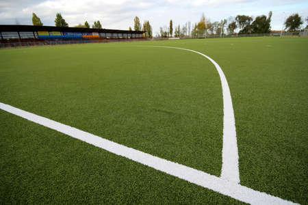 pasto sintetico: Artificial que cubre de un campo en el estadio para el partido en el campo de hockey Foto de archivo