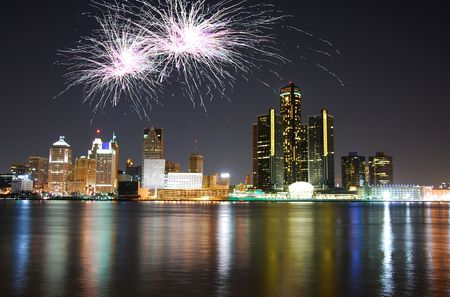 Feu d'artifice sur la c�l�bration detroit skyline Banque d'images