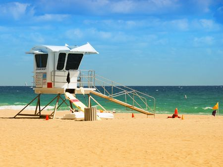 ft lauderdale: Lifeguard station on scenic Ft Lauderdale beach Stock Photo