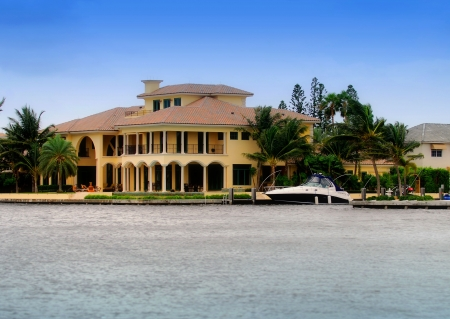 florida house: Upscale waterfront real estate