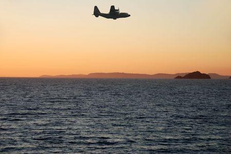 Airplane nahenden Küste Standard-Bild - 2150700