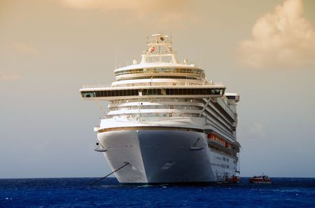 Front view of cruise liner photo