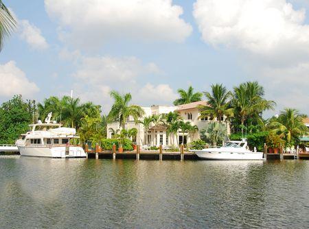 Exklusive Waterfront mansion  Standard-Bild - 2298299