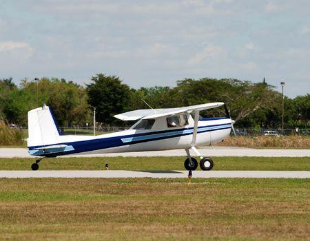 Small airplane 版權商用圖片 - 2661019