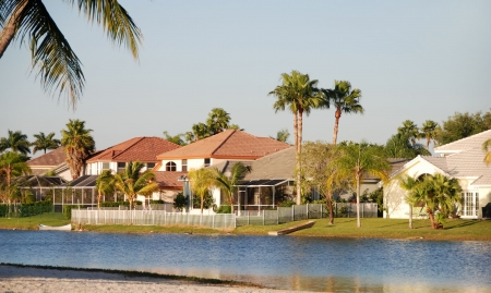 lakefront: Upscale suburban homes in Florida                    Stock Photo