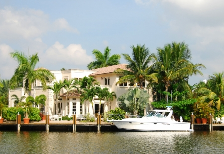 mansion: Luxurious waterfront home in Florida               Stock Photo