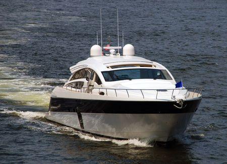 週末のレジャー活動レクリエーションのボートで 写真素材