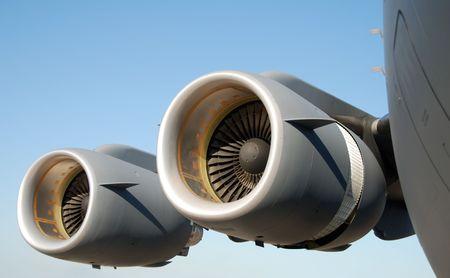 turbofan: Gigante de los motores jet moderno avi�n de transporte militar Foto de archivo