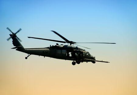US-Armee-Hubschrauber in den frühen Morgenstunden Standard-Bild - 3762448