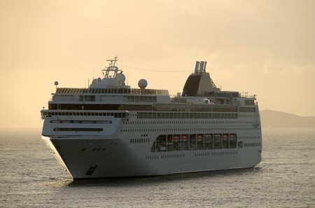 Cruise ship approaching in early morning Stock Photo - 4035601