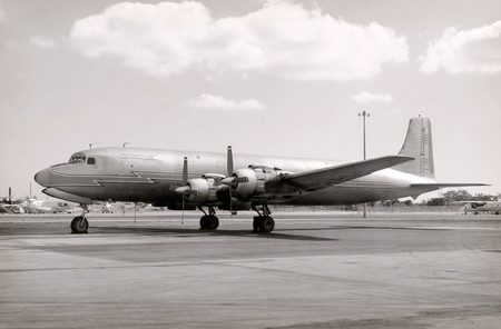 havayolu: Classic airliner from the 50s side view
