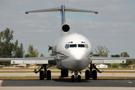 Passenger jet airplane with missing engine 免版税图像