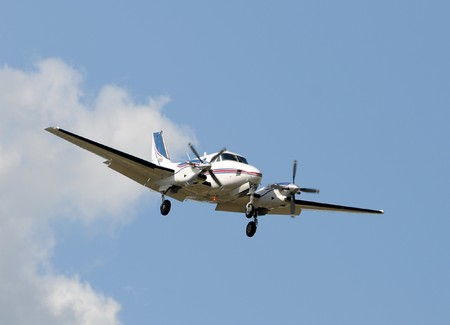 airborne vehicle: Twin engine propeller airplane approaching for landing Stock Photo
