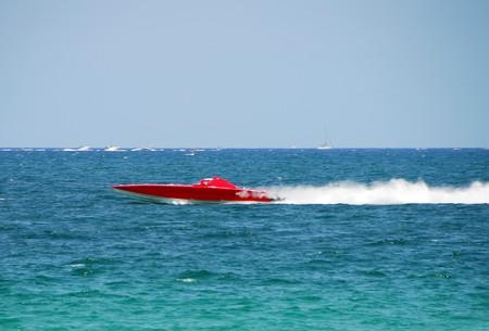 bateau de course: Extreme course au large en bateau � grande vitesse