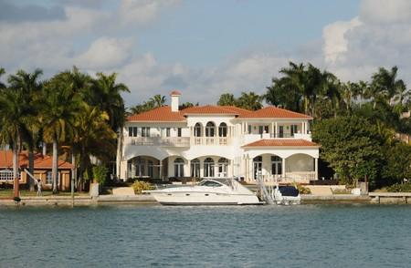 herrenhaus: Luxuri�se Waterfront Herrenhaus in Miami Beach, Florida  Lizenzfreie Bilder