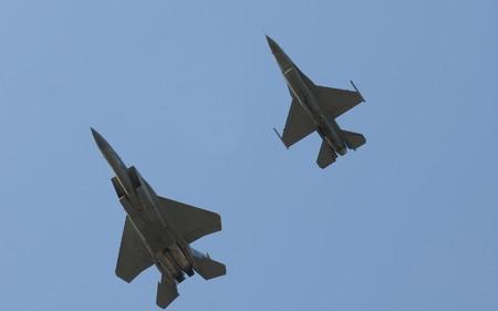 modern fighter: Due moderni jet volare in formazione Archivio Fotografico