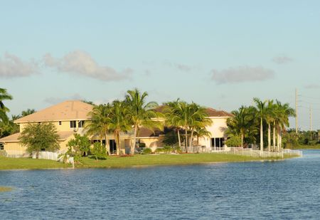 Waterfront Real Estate in tropischen Florida Standard-Bild - 4722386