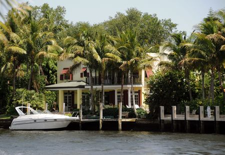 Luxurious waterfront home in tropical Florida 免版税图像 - 4986800