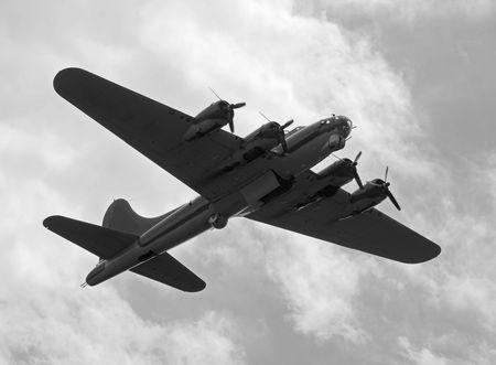 De tweede wereld oorlog tijd perk zware bommenwerper op een missie