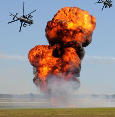 Batalla con explosiones y helic�pteros artillados  Foto de archivo - 5886148