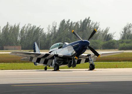 avion de chasse: Seconde Guerre mondiale avion de chasse du Mustang �re Banque d'images