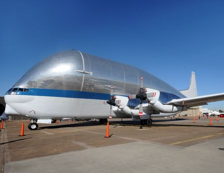 Giant transport airplane for large size cargo