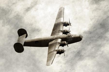Tweede Wereldoorlog tijdperk zware Amerikaanse bommenwerper op oude bekrast foto