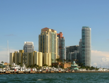 Luxury waterfront living in highrise apartments, Miami, Florida 免版税图像