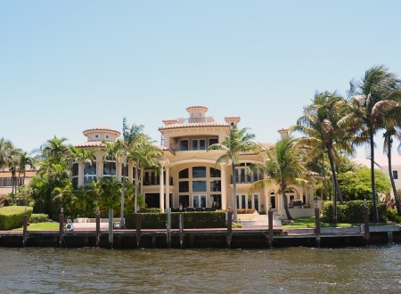 luxuries: Expensive waterfront real estate in Fort Lauderdale, Florida