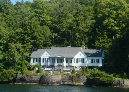 lakefront: Luxurious aterfront home near Lake George, NY