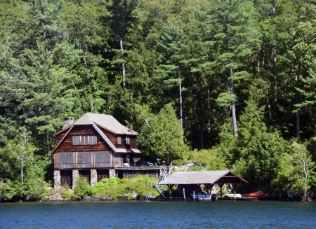 lakefront: Luxurious lakefront log home and boat