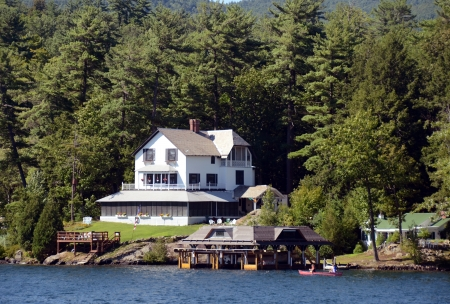 lakefront: Luxury lakefront home near Lake George, New York State