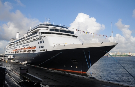 fort lauderdale: Modern ocean passenger ship in port