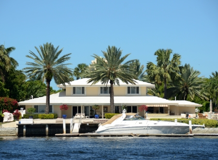 Luxury waterfront home and boat in Florida 에디토리얼