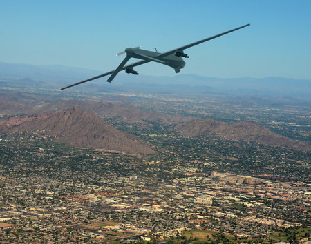 Onbemande militaire drone op patrouille lucht-lucht Stockfoto