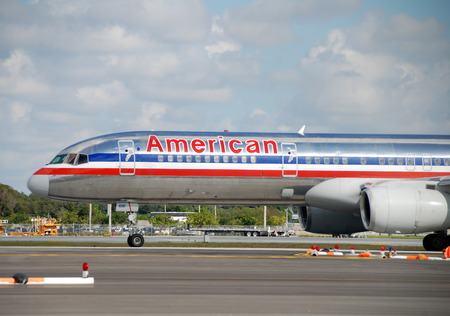 american airlines: Fort Lauderdale, USA - December 7, 2007: American Airlines Boeing 757 passenger jet departs from Fort Lauderdale to its hub airport in Dallas, Texas. American has began replacing its traditional silver color scheme.