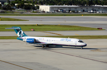tran: Fort Lauderdale, USA - August 9, 2012: Air Tran passenger jet arrives in Fort Lauderdale, Florida from its home base in Atlanta. Air Tran is a fast growing low cost carrier Editorial