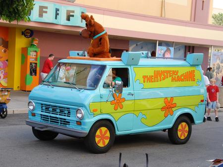 parades: Orlando, Florida - January 14, 2007: Mystery machine van parades with Scooby Doo characters at Universal Studios Orlando. Crowds enjoy the company of various Nickelodeon and Universal Studios characters