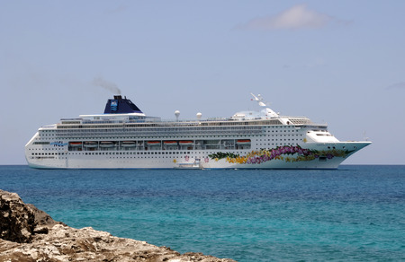 Stirrup Cay, Bahamas - July 20, 2008: Norwegian Sky cruise ship brings visitors to Stirrup cay in the bahamas. the islands are a popular destination for Caribbean cruise tarvelers. Redakční