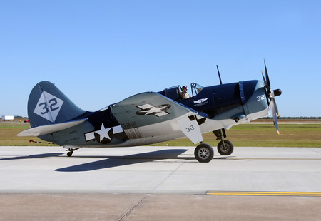 Houston, USA - November 1, 2009: World War II era Curtiss SB2C Helldiver visiting Houston on a refueling stop. The helldiver was used by the US Navy in World War 2. Only one remains flying today 新聞圖片